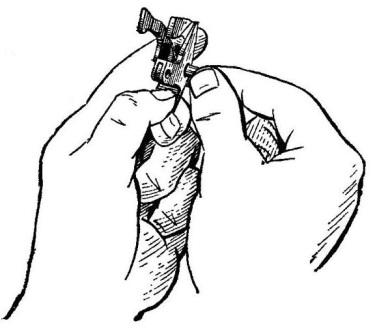 Рис. 18. Вынимание трубчатой оси АК74