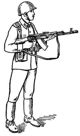 Рис. 59. Положение для стрельбы стоя АК74