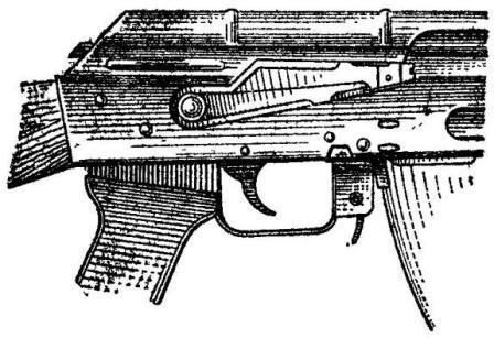 Рис. 61. Автомат АК74  (пулемет) поставлен на предохранитель