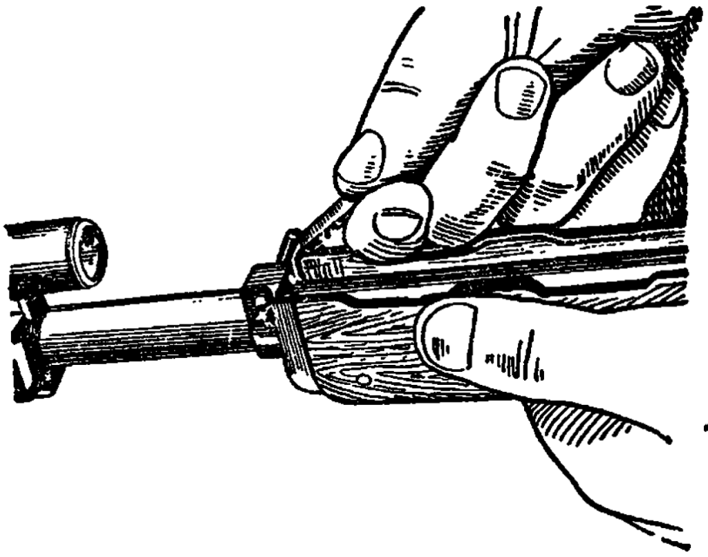 Рис. 20. Поворот замыкателя цевья АК