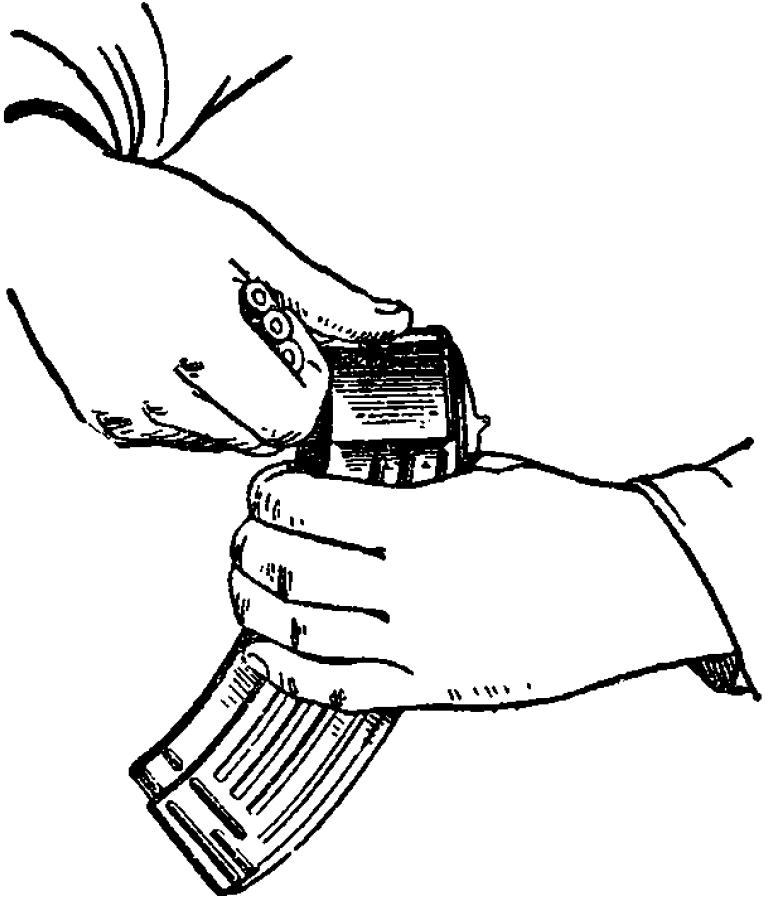 Рис. 62. Снаряжение магазина патронами АК
