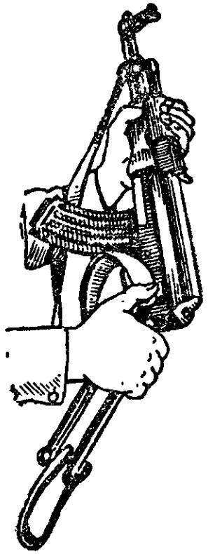 Рис. 73. Складывание металлического приклада АК